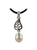 Pendentif perle nacre avec feuille en argent